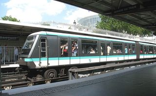 800px-Metro-Paris-Rame-type-MP89-