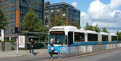 Bus_at_stop_N_Riverside_Gothenburg-2