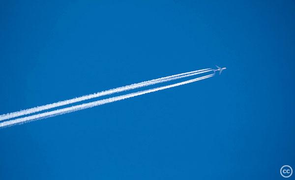 Airplanecontrails-ianrenton